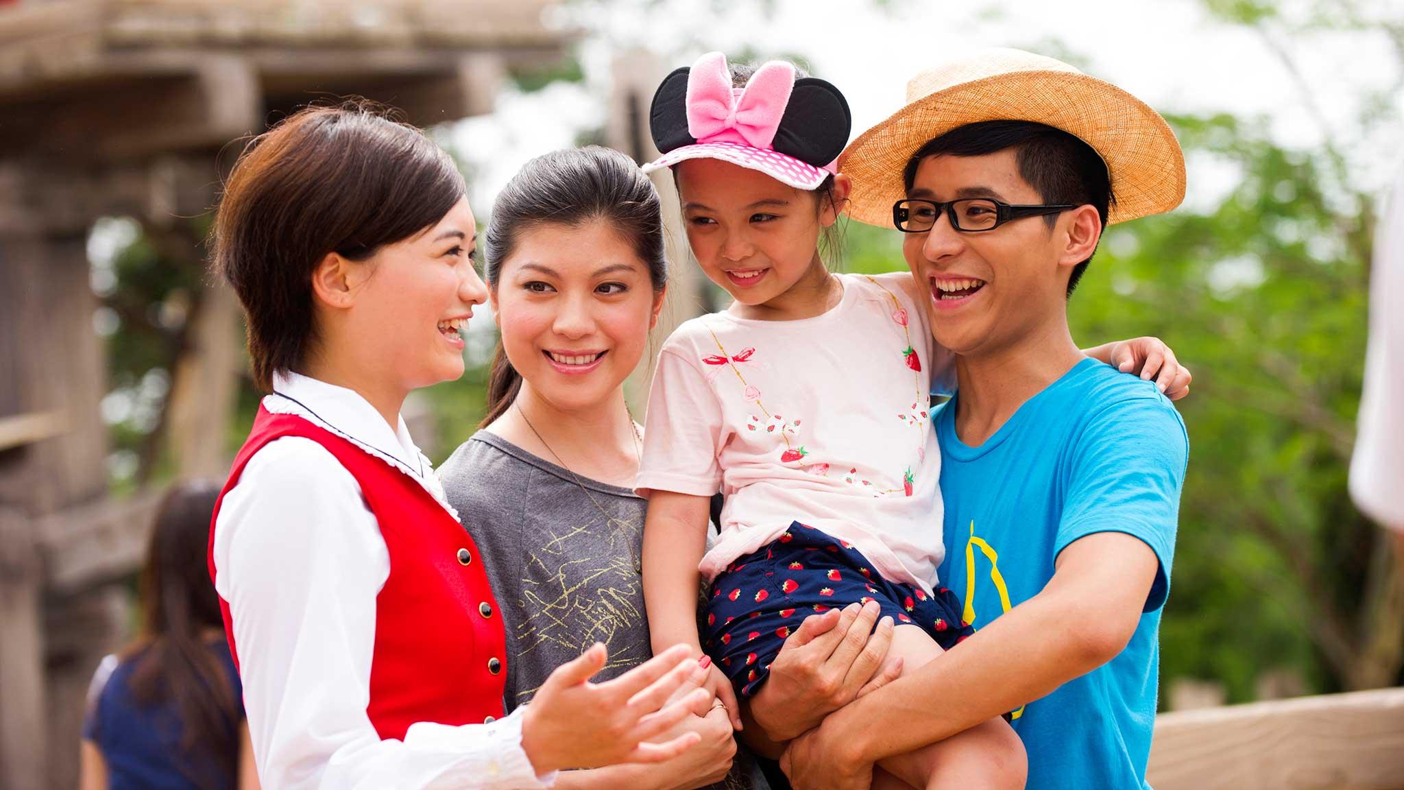Special Experiences And Tours Hong Kong Disneyland Official Site Voucher Hongkong Disney Spectacular Tour